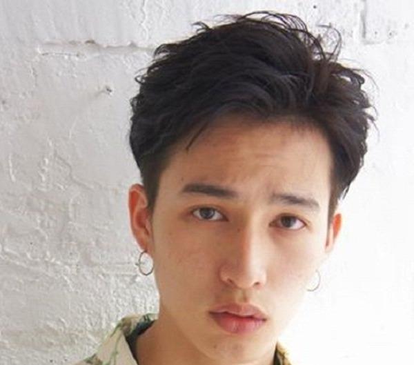 Kiểu tóc layer nam Nhật Bản truyền thống kết hợp hoàn hảo với undercut hiện đại. Ảnh: Internet
